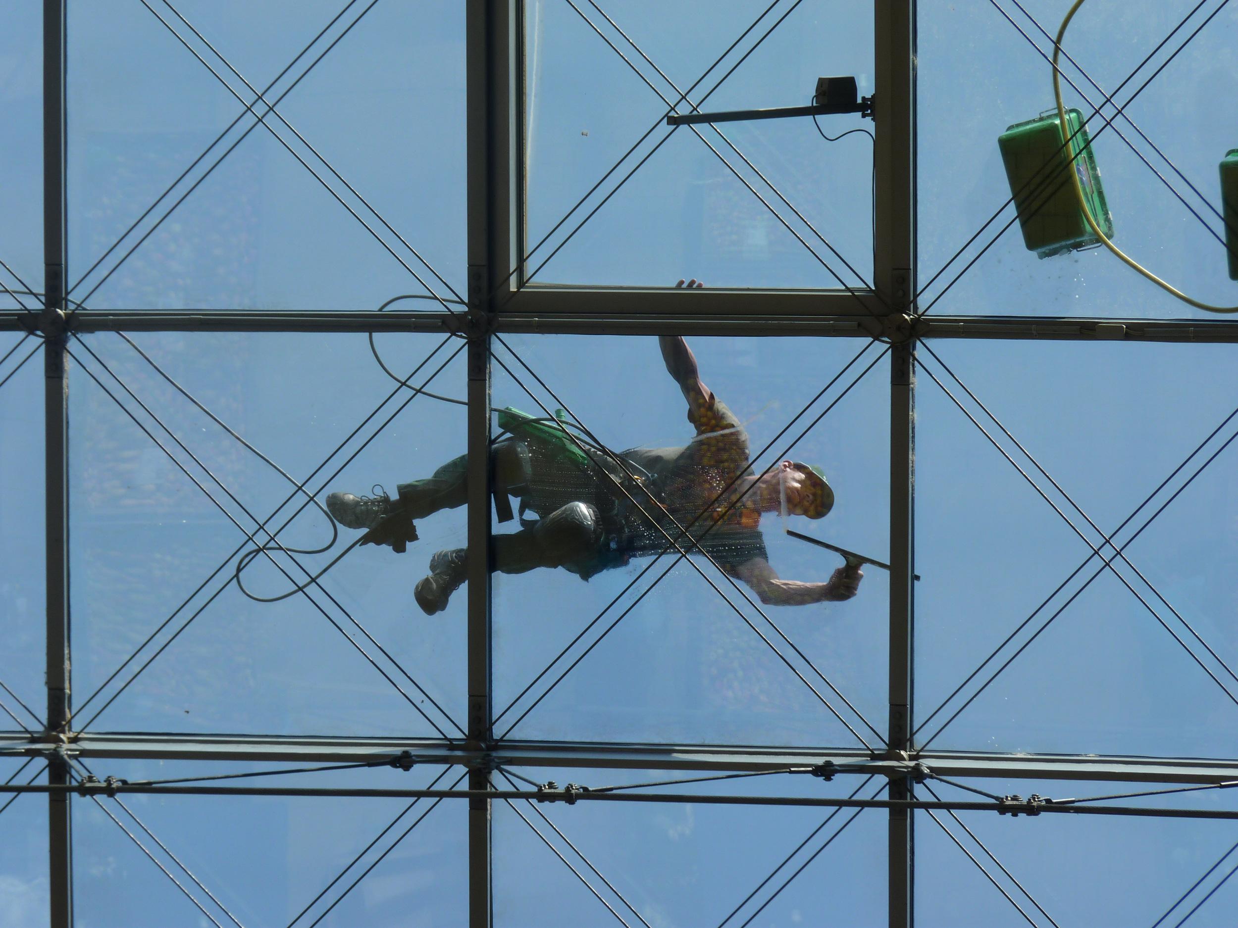 Kletterausrüstung Dresden : In 27 metern höhe world trade center dresden