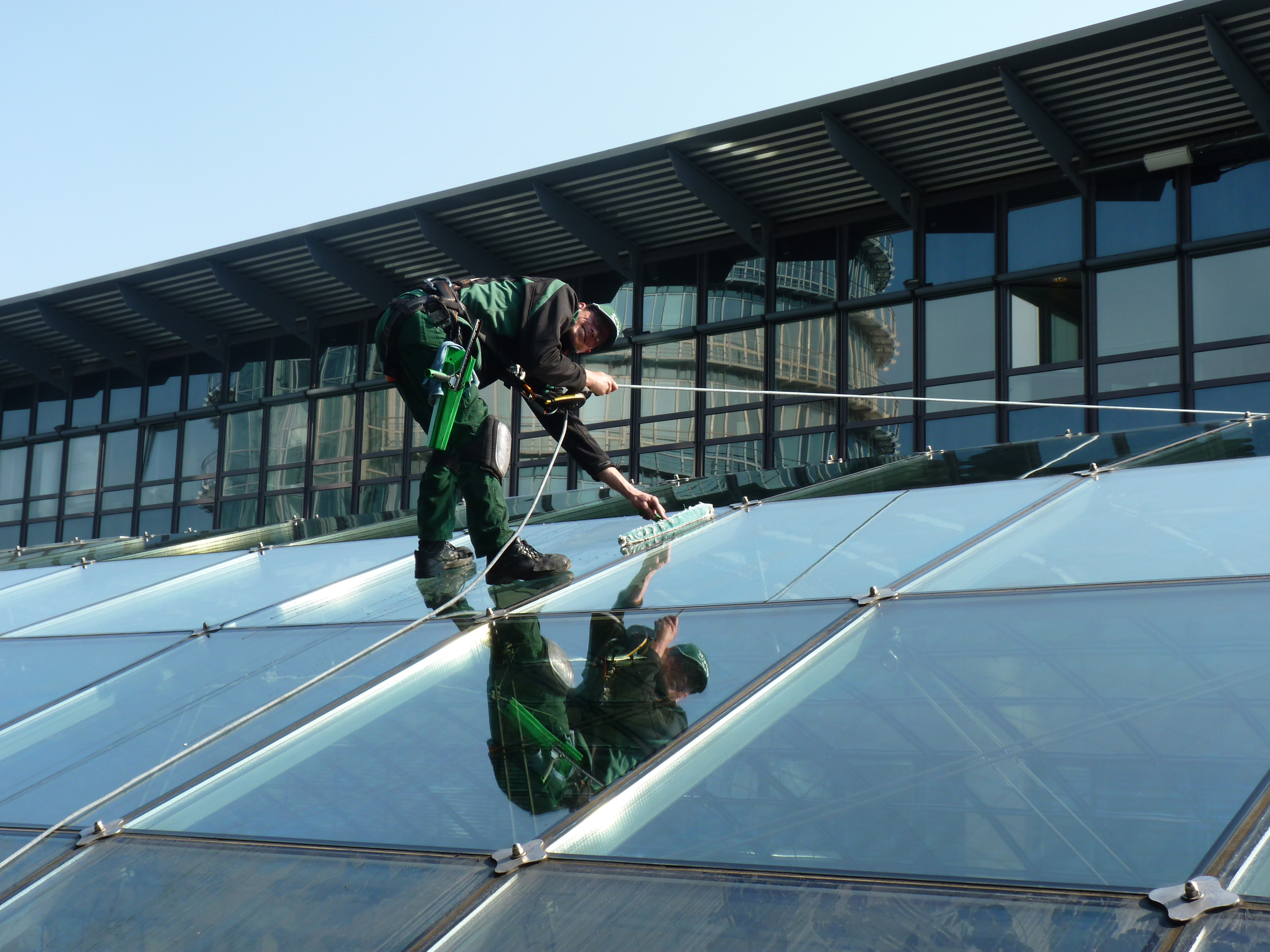 Kletterausrüstung Dresden : In metern höhe world trade center dresden